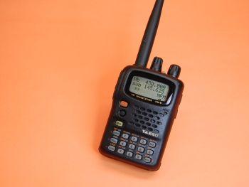 YAESU VX-5R - El Yaesu VX-5R es un microtransceptor de tres bandas en FM con extensa cobertura de frecuencias de recepción, el cual pone a disposición del usuario la tecnología más avanzada en comunicaciones bilaterales entre aficionados por VHF y UHF, a la par con el mejor sistema de monitoreo exixtente en la industria.