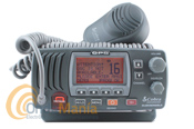 COBRA MARINE MR-F77B GPS-E EMISORA DE BANDA MARINA CON DCS Y GPS - La emisora Cobra MRF 77 B GPS E es una radio VHF única, una gran pantalla LCD y un GPS integrado que permitirá enviar la posición exacta a las autoridades en caso de rescate de emergencia. Para activar el GPS basta con conectar la radio a la corriente y obtendrá su ubicación automáticamente.