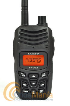 YAESU FT-252 WALKIE DE VHF CON 5 W - Nuevo diseño ergonómico y gran pantalla LCD retroiluminada para una mejor operación,200 memorias, sumergible IPX5,5 vatios de potencia de RF estable,800 mw de audio para operaciones en ambientes ruidosos....