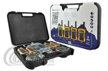 MOTOROLA TLKR T80 EXTREME QUAD CON MALETA Y PINGANILLOS - El Motorola TLKR T80 EXREME QUAD (4 unidades) ofrece todas las funciones necesarias para los entornos más exigentes. Cargado de funcionalidad que incluye un alcance de hasta 10 km (dependiendo del terreno y las condiciones), una práctica linterna LED integrada y una cubierta resistente a las salpicaduras. Incluye una Maleta anti-golpes de transporte, pinganillos, baterías y cargador doble.