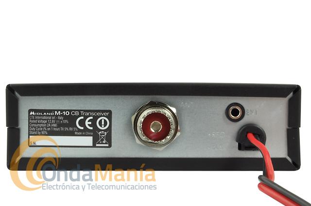 MIDLAND M-10 EMISORA DE BANDA CIUDADANA CON USB Y TOMA PARA PINGANILLOS - Midland nos presenta un gran y revolucionario equipo de banda ciudadana: el Midland M10, este equipo aparte de disponer de 40 canales en AM y FM nos ofrece un conector frontal USB para cargar teléfonos, tablets, cámaras,...,tambiénnos ofrece un conector frontal de doble pin para conectar pinganilos con cable o pinganillos Bluetooth.
