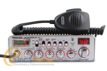 PRESIDENT JACKSON II ASC CHROME CLASSIC LIMITED EDITION - President Jackson II ASC CLASSIC LIMITED EDITION transceptor AM/FM/USB/LSB de banda ciudadana (27 Mhz) con multi-normas Europeas. Dispone de medidor de ROE, squelch automático, roger beep, subida/bajada de canales desde el micrófono,... y dos grandes ventajas sobre su antecesor el President Jackson ASC como es latoma frontal de micrófono y su tamaño más reducido.