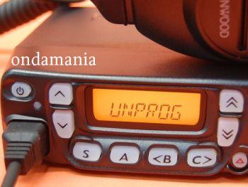 KENWOOD TK-7160GNE + MICROFONO KENWOOD KMC-30 - El Kenwood TK-7160 GNE + Micrófono Kenwood KMC-30 es un transceptor móvil de VHF (136-174 Mhz) con una potencia de 5 a 25W, 128 canales, secrafonia por inversión de voz, 5 tonos encoder/decoder, altavoz frontal,....