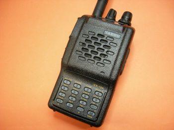 YAESU VX-150 CON CARGADOR RAPIDO - SUBSTITUIDO POR EL YAESU FT-250. Yaesu VX-150 transceptor portatil VHF. 5 W. 199 Memorias. CTCSS/DCS en Tx y Rx. Teclado DTMF. Batería Yaesu/Vertex FNB-64 y cargador rápido inteligente.