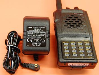 YAESU VX-150 + CARGADOR DE PARED - Yaesu VX-150 transceptor portatil VHF. 5 W. 199 Memorias. CTCSS/DCS en Tx y Rx. Teclado DTMF. Batería Yaesu/Vertex FNB-64 y cargador de lento de pared (tiempo estimado de carga 7 horas aprox.