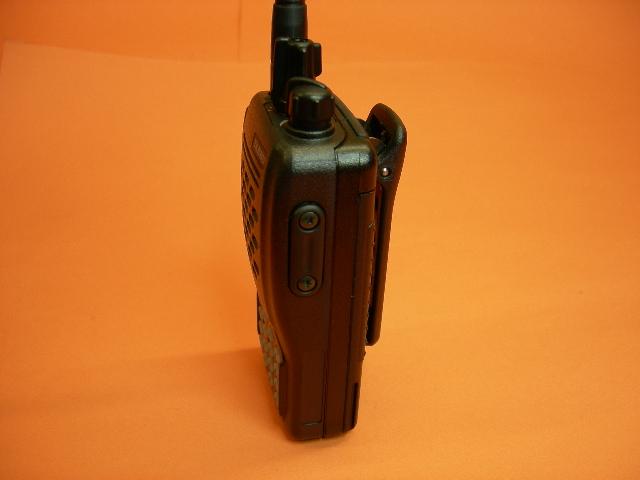 YAESU VX-246 - El PMR Yaesu VX-246 es un portátil muy compacto de pequeño tamaño y altas prestaciones. El Yaesu VX-246 incluye batería de Ni-Mh y cargador de sobremesa.